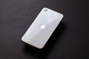 Đánh giá iPhone SE 2020 - Sự lựa chọn hoàn hảo cho những ai yêu thích sự đơn giản, nhỏ gọn