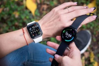Đặt Apple Watch và Galaxy Watch lên một bàn cân: Smartwatch nào sẽ chiếm ngôi vương?
