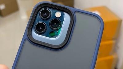 Thấy rõ cụm camera lớn hơn của iPhone 13 thông qua chiếc ốp lưng bị rò rỉ
