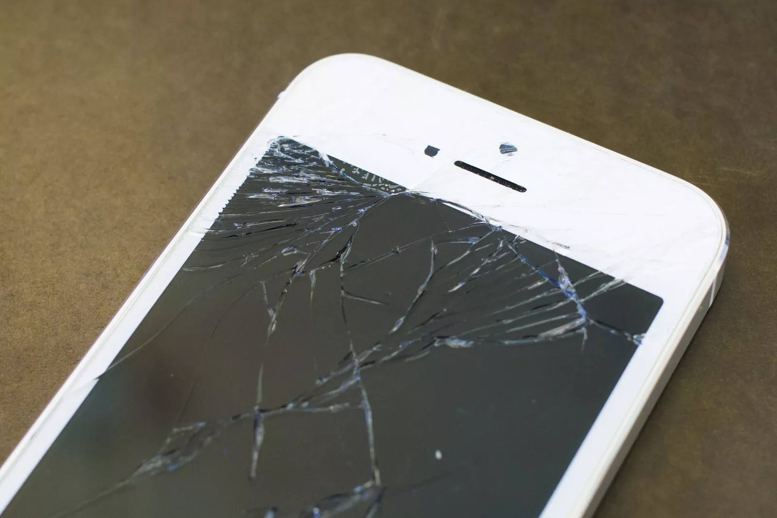 iPhone bị vỡ màn hình