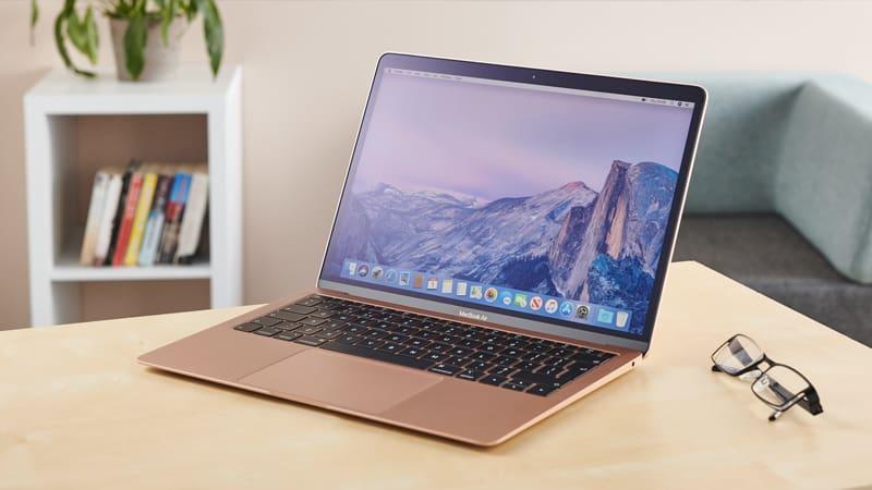 MacBook có màn hình Retina sắc nét và tự động điều chỉnh độ sáng