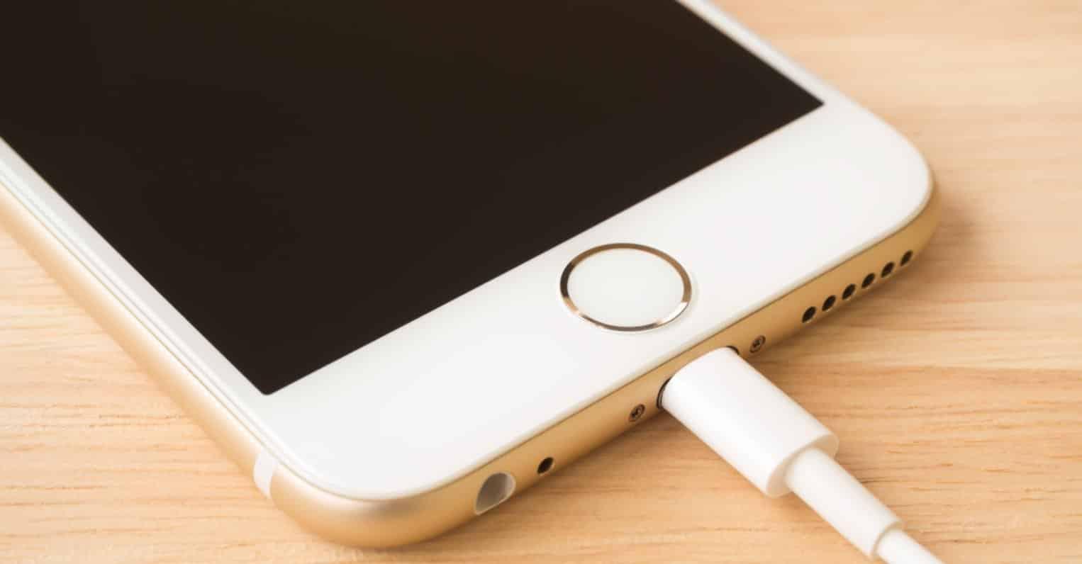 12 sai lầm cực lớn khi sạc khiến pin iPhone của bạn nhanh hỏng và gây nguy  hiểm - Minh Tuấn Mobile