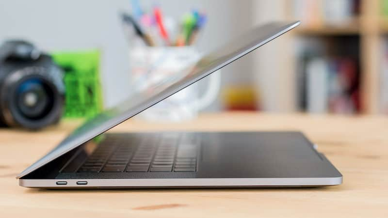 MacBook Pro 15 2017 - Cạnh bên