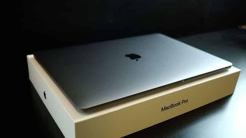 Thiết kế cao cấp với độ mỏng 15,5 mm và nhẹ chỉ 1,83 kg