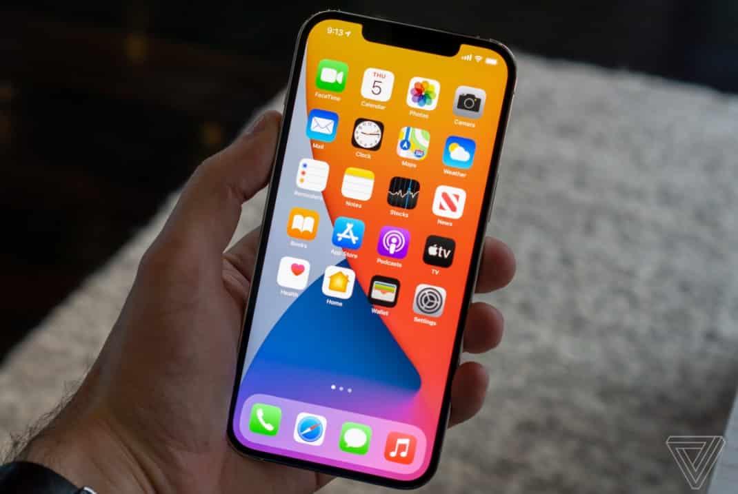 Bài trên tay đầu tiên về iPhone 12 Mini và iPhone 12 Pro Max: Hai đầu quang phổ, bạn thích nhỏ hay lớn?