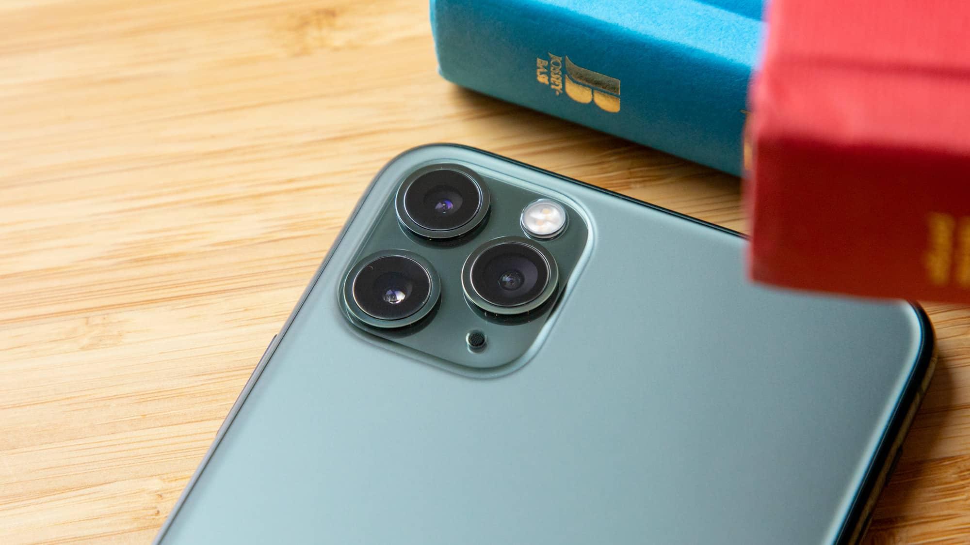 Sau hơn một năm ra mắt, iPhone 11 Pro Max vẫn là siêu phẩm đáng sắm nhất hiện nay, lí do vì sao?