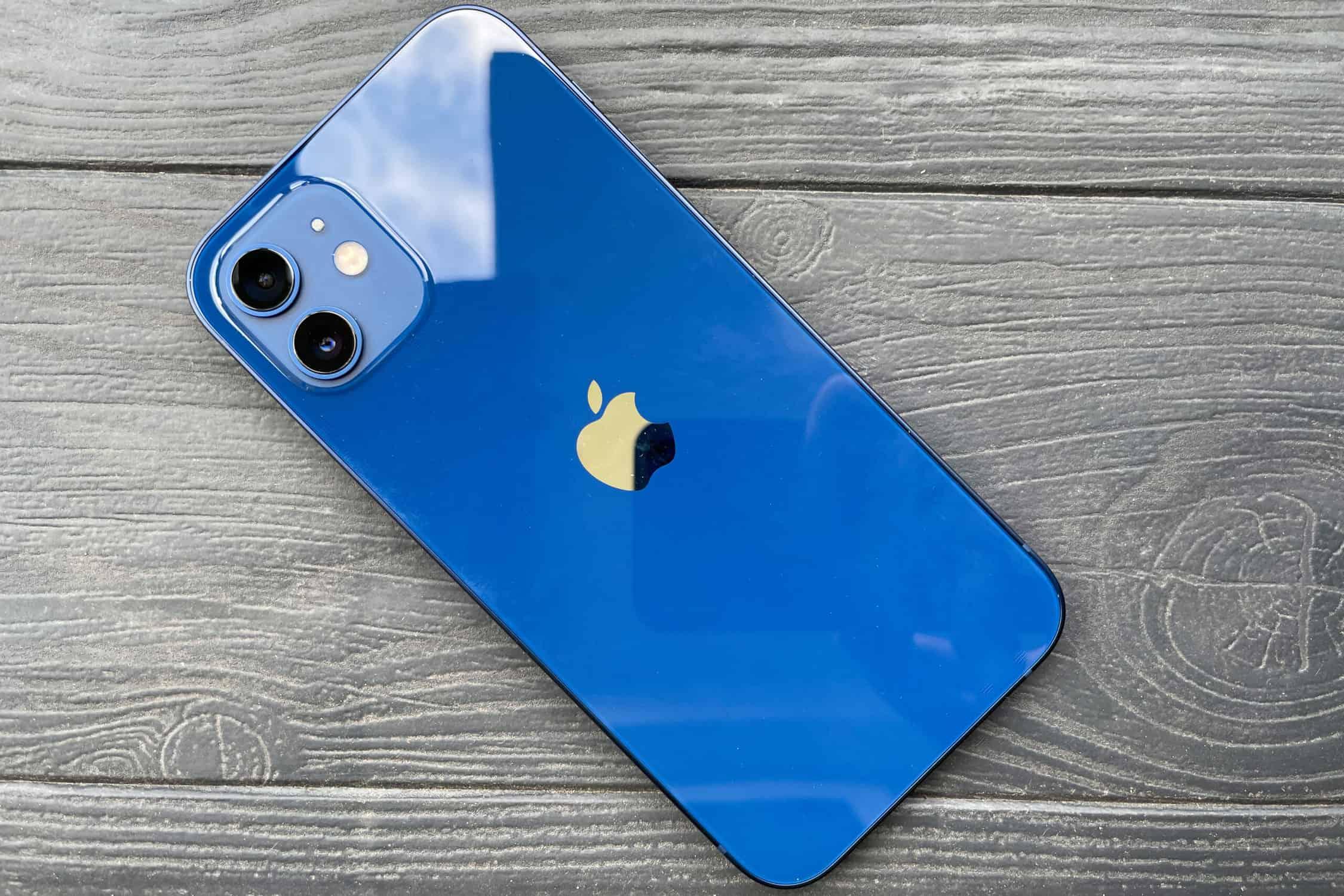 Mặt lưng iPhone 12